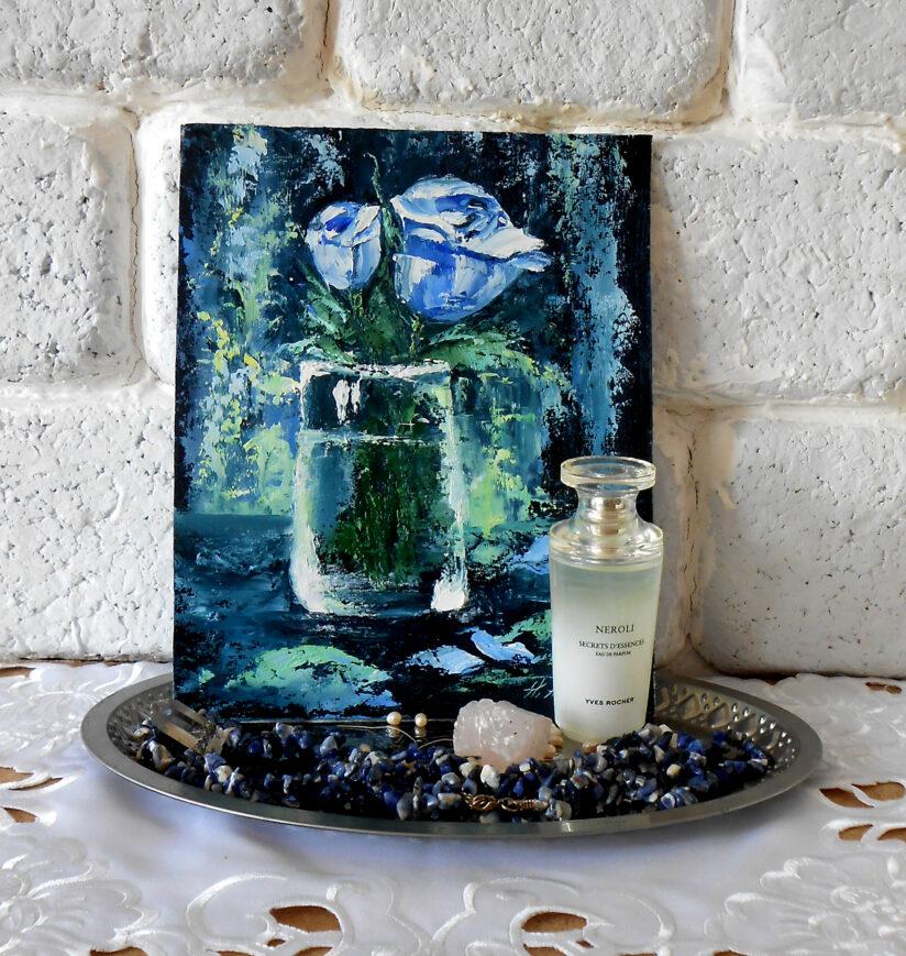 Голубая роза в стакане маленькая картина маслом мастихином