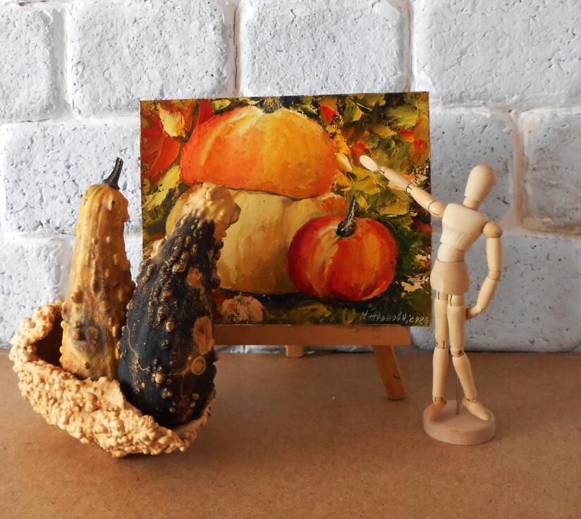 Щсенний натюрморт с тыквой и яблоком.